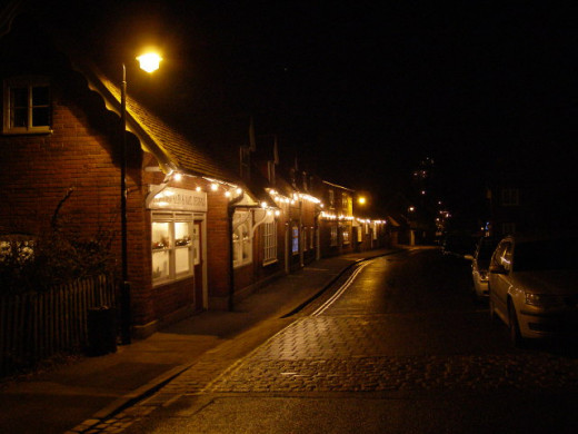 Beaulieu High Street by night Beaulieu village is largely under the control of Lord Montagu and family, and his wish to keep things quiet here is obvious from the low-key Christmas decorations on the High Street. Any external lights are white.