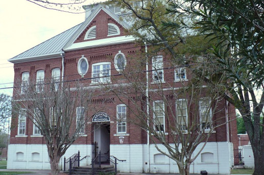 Leinkauf Elementary, which is the namesake for the local neighborhood.