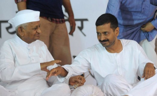 Anna Hazare with Arvind Kejriwal in Delhi during fast for Lokpal Bill