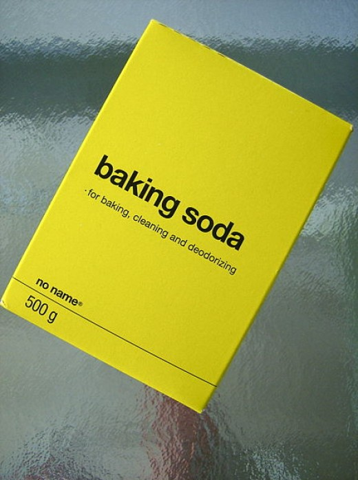Baking soda: for baking, cleaning, deodorizing and YOUR HAIR!