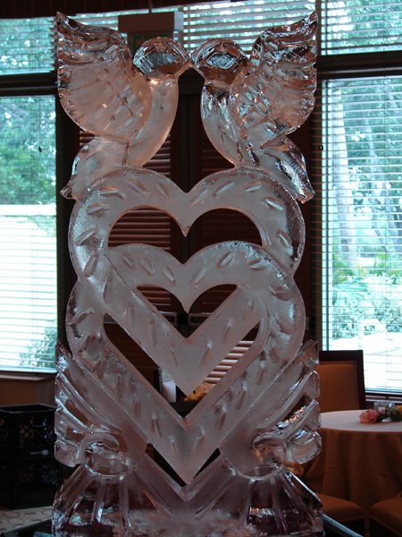 What a beautiful wedding ice sculpture.