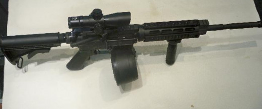 Smith & Wesson M&P 15 with 100 round drum. Not a photo of the actual weapon used.