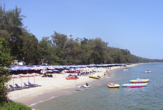 North facing view of Cha Am beach