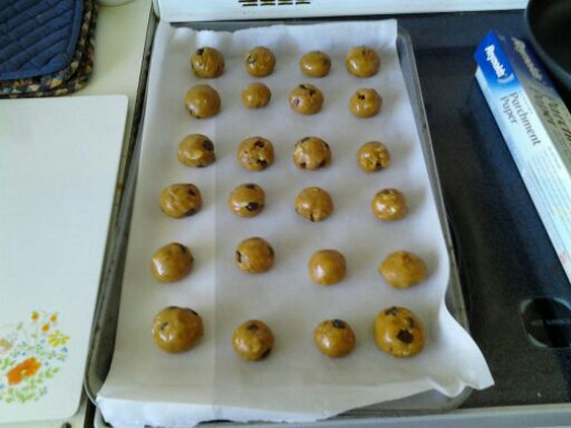 Roll the dough into 1-2 inch balls