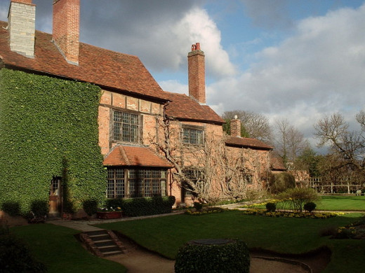 Nash House, adjacent to New Place, which was demolished by its new owner before photography, so no picture remains of it. Nash House belonged to Thomas Nash, a wealthy landowner in Stratford, and first husband of Shakespeare's granddaughter,Elizabeth