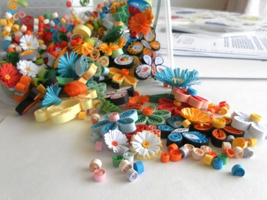 Paper quilling items