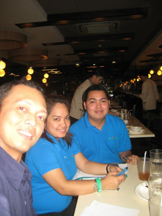 Free Dinner of SMDC Agents, including Travel Man @ Ortigas, Quezon City, PH (Photo Taken on January 25, 2012)