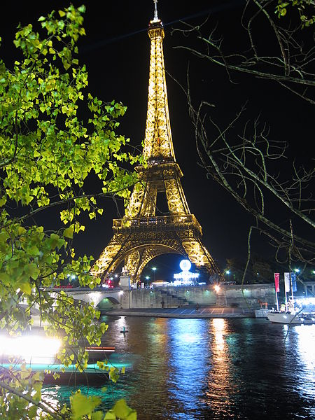 Paris. The Eiffel tower at night
