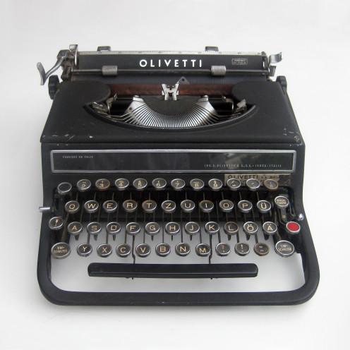 "Typewriter ""Olivetti Studio 42"" designed by the Bauhaus-alumni Alexander Schawinsky in 1936."