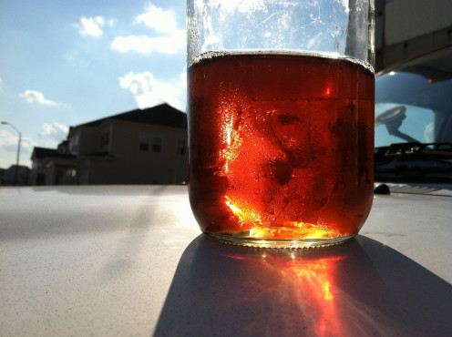 A nice cup of iced tea on a sunny day: perfect for writing!