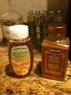 Honey and cinnamon for good taste and a healthy addition.