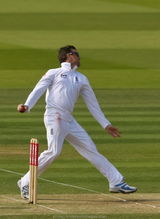 Graeme Swann in action.