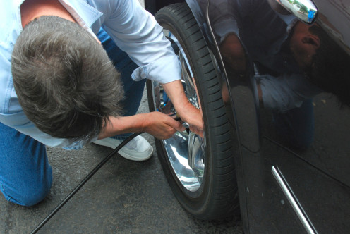 Would you accept help changing a flat from someone you don't know if you needed it?