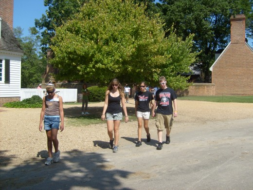 Walking around Colonial Williamsburg