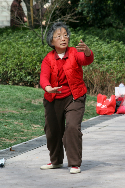 Elderly lady practicing Taiqi in Jing An Park. Photo by Tom Thai, Shanghai, China.  Licence CC-BY-SA 2.0