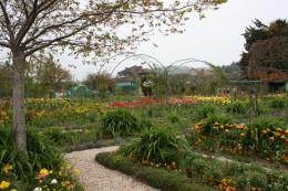 Garden footpath in Clos Normand.