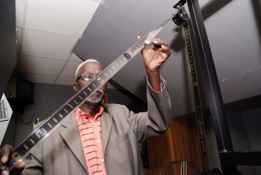 Souleymane Cissé with film reel at Cines del Sur 2009.