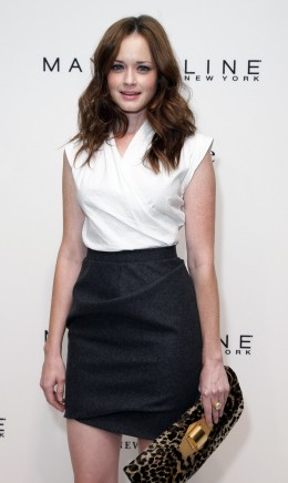 Alexis Bledel looks perfect for any occasion  combining high waisted skirt with blouse