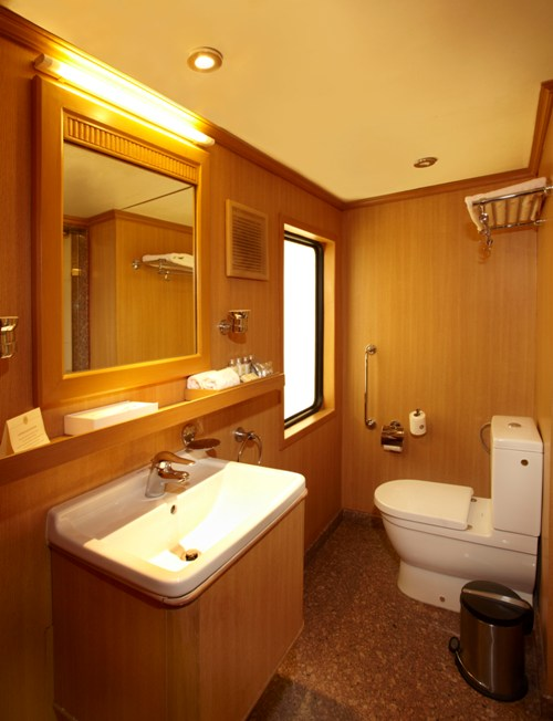 Bathroom of Deluxe Cabin Suite