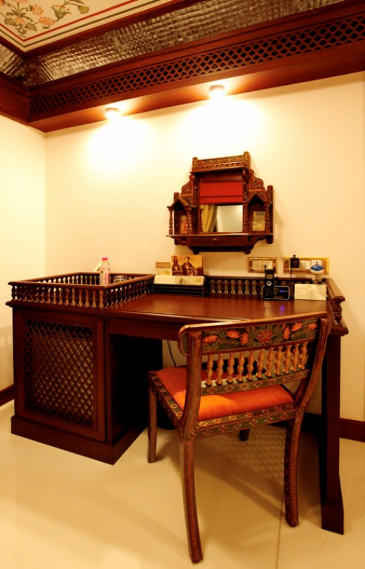 Study Table - Presidential Suite