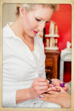 Hire a few manicurists to pamper your guests