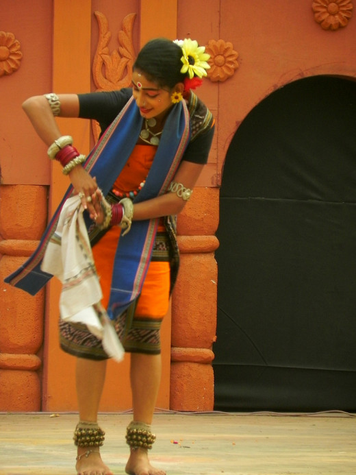 An artist performing Sambalpuri Dance form of Odisha at Surajkund Mela