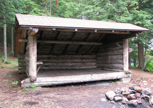 An Adirondack-style leanto typical of the shelters along the AT.