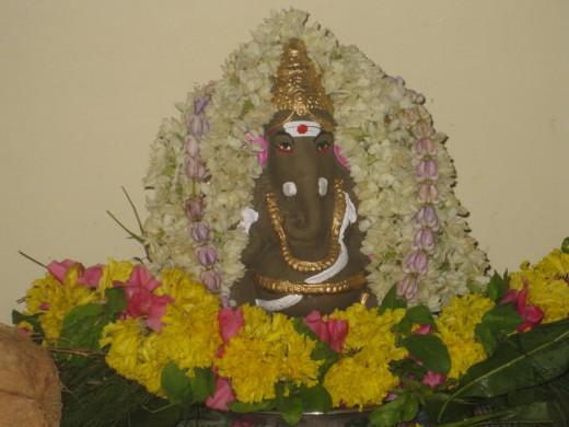 Gana Ganpatayeh Namaha (Copyright 2013 by Anand)