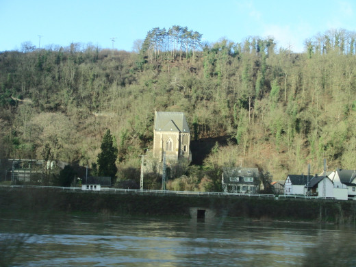 Small house on the other side of river Moselle, from Koblenz to Cochem