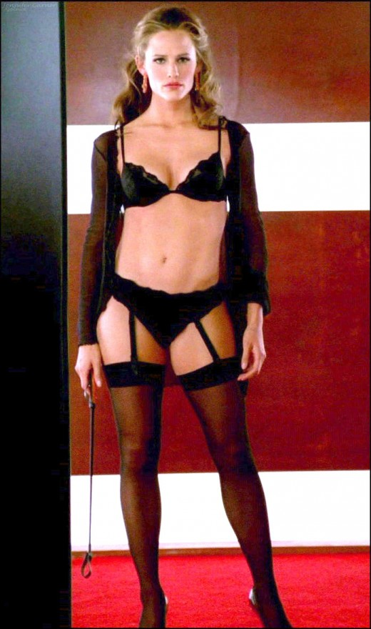 "Her body may no longer be as tight as it was during her ""Alias"" days, but hot mom Jennifer still has a body to die for."