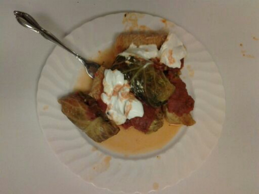 Cabbage rolls with sour cream