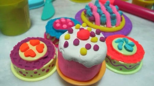 Make pretend food items with Play-Doh. Let your imagination run wild and see how you come up with creative Play-Doh recipe's.  Become a super chef with Play-Doh!