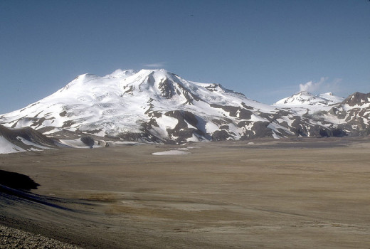 Mount Mageik and Mount Martin volcanoes, Valley of Ten Thousand Smokes