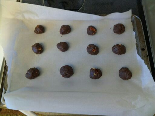 The cookie dough rolled into balls.