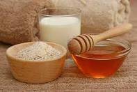 Honey, milk and dry gelatin - ingredients of a homemade pore srtip