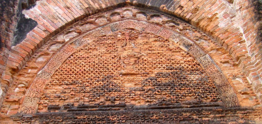 Geometric design in the tympanum; Adina mosque 2