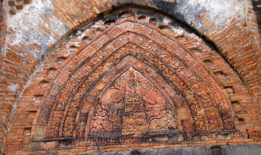 Geometric design in the tympanum; Adina mosque 5