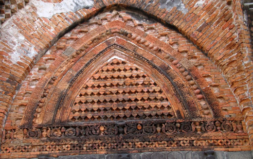Geometric design in the tympanum; Adina mosque 6