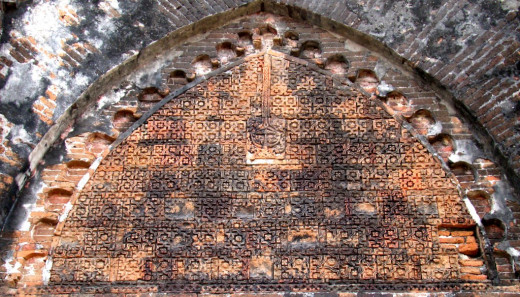 Geometric design in the tympanum; Adina mosque 10
