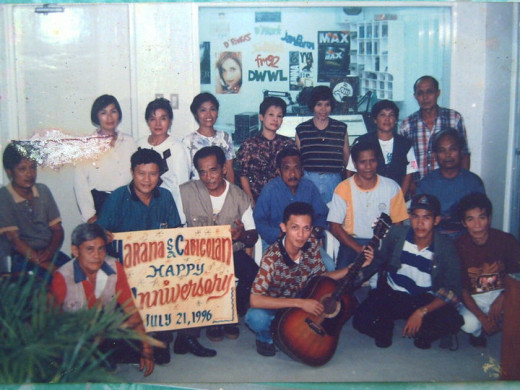 The young Travel Man (skinny, too-holding a guitar) with the Harana or Serenade team on the radio (Photo Source: Ireno Alcala)