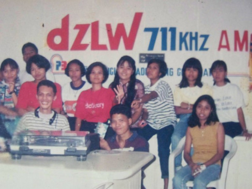 Travel Man on his musical program with some of his listeners/fans (Photo Source: Ireno Alcala)