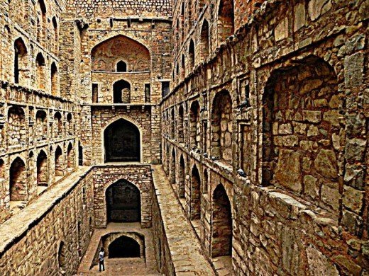 Agrasen ki Baoli is a relatively unknown monument and is a good place to spend some time with your spouse or friend in serenity.