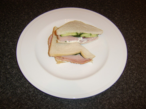 Onion and chive cottage cheese is topped with honey roast ham and cucumber in this sandwich