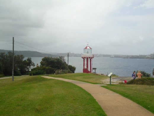 Watson's Bay Lighthouse and Hiking Paths