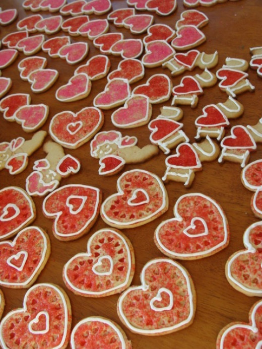 Who doesn't love colorful and sweet sugar cookies?  So easy and inexpensive to create these little labors of love.