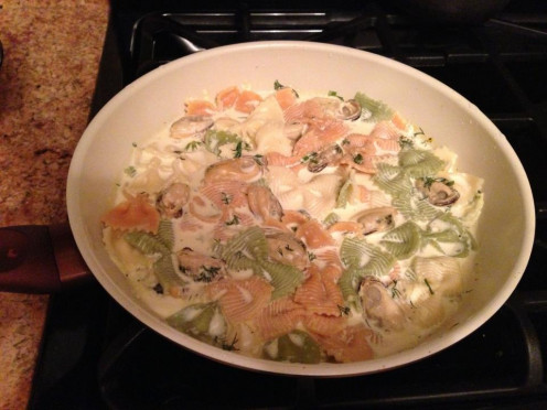 Mussels and Tri-Color Farfalle Pasta in Creamy White Sauce