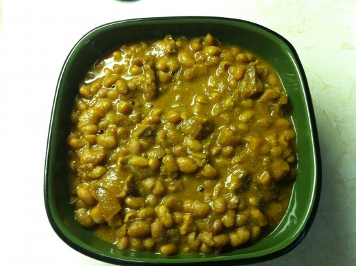 Baked beans can be eaten all on their own or as a side dish.