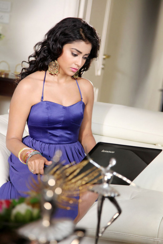 Shriya Saran Glamorous Photo