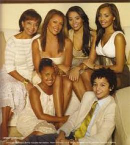 Vanessa, her mother and her 4 children-Melanie, Jillian, Devin, and Sasha.
