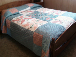 Bedroom Décor: The Making of a Summer Dahlia Quilt